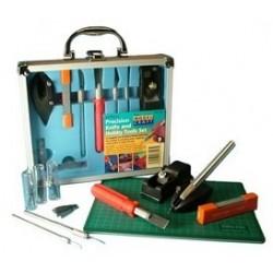 Набор инструментов из пятидесяти предметов и мата от Model Craft